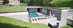 Therme_Vals_outdoor_pool,_Vals,_Graubünden,_Switzerland_-_20090809